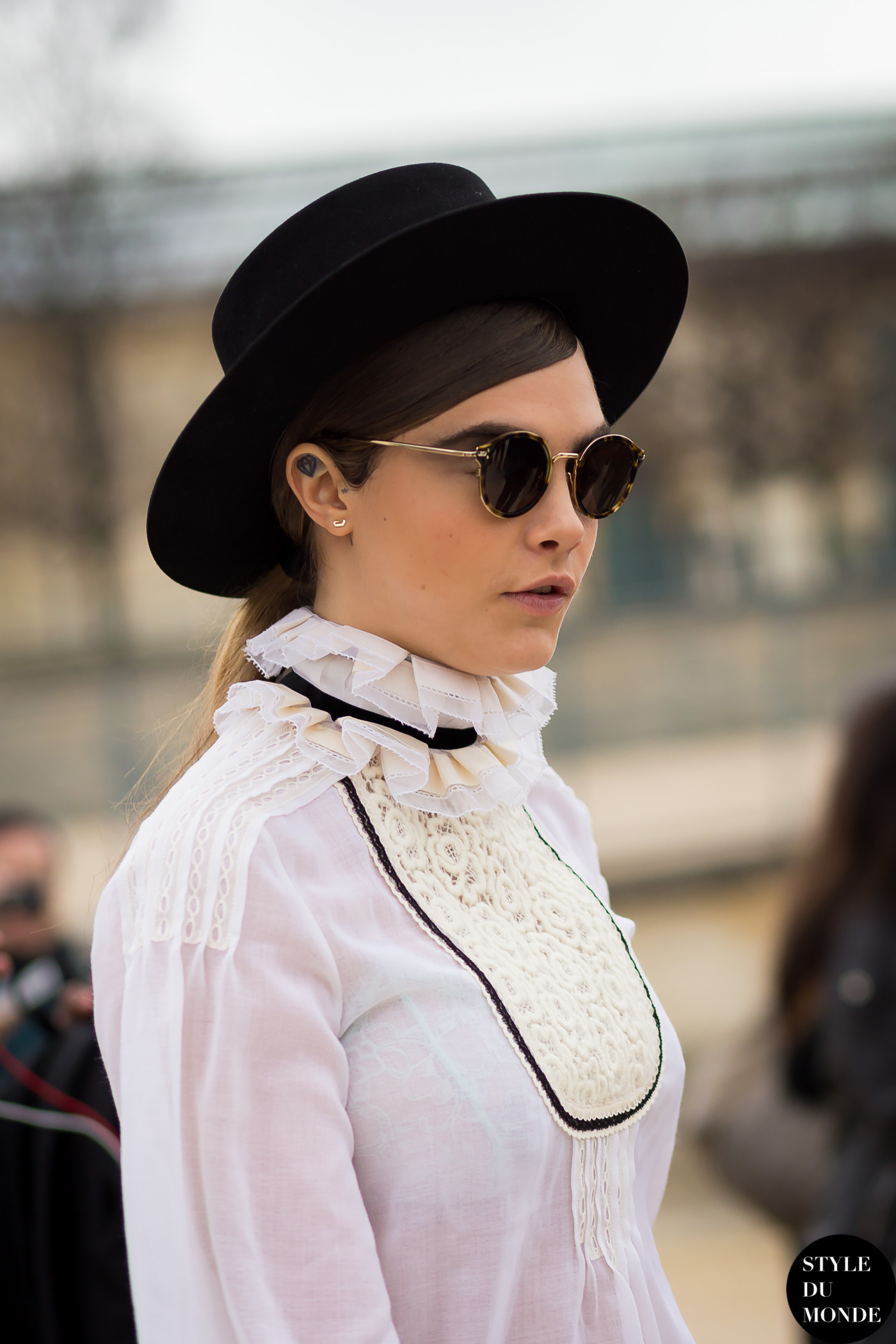 Cara Delevingne Street Style Street Fashion Streetsnaps by STYLEDUMONDE Street Style Fashion Blog