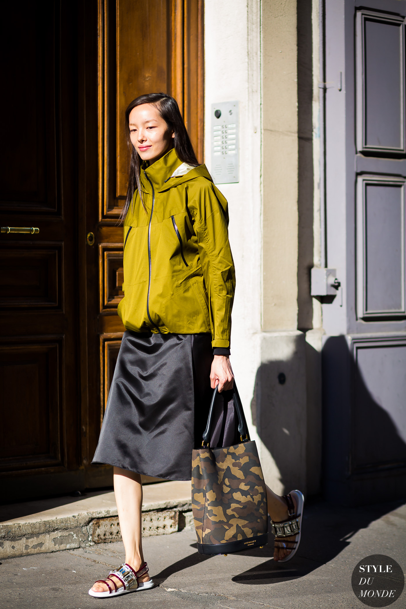 Fei Fei Sun Street Style Street Fashion Streetsnaps by STYLEDUMONDE Street Style Fashion Photography