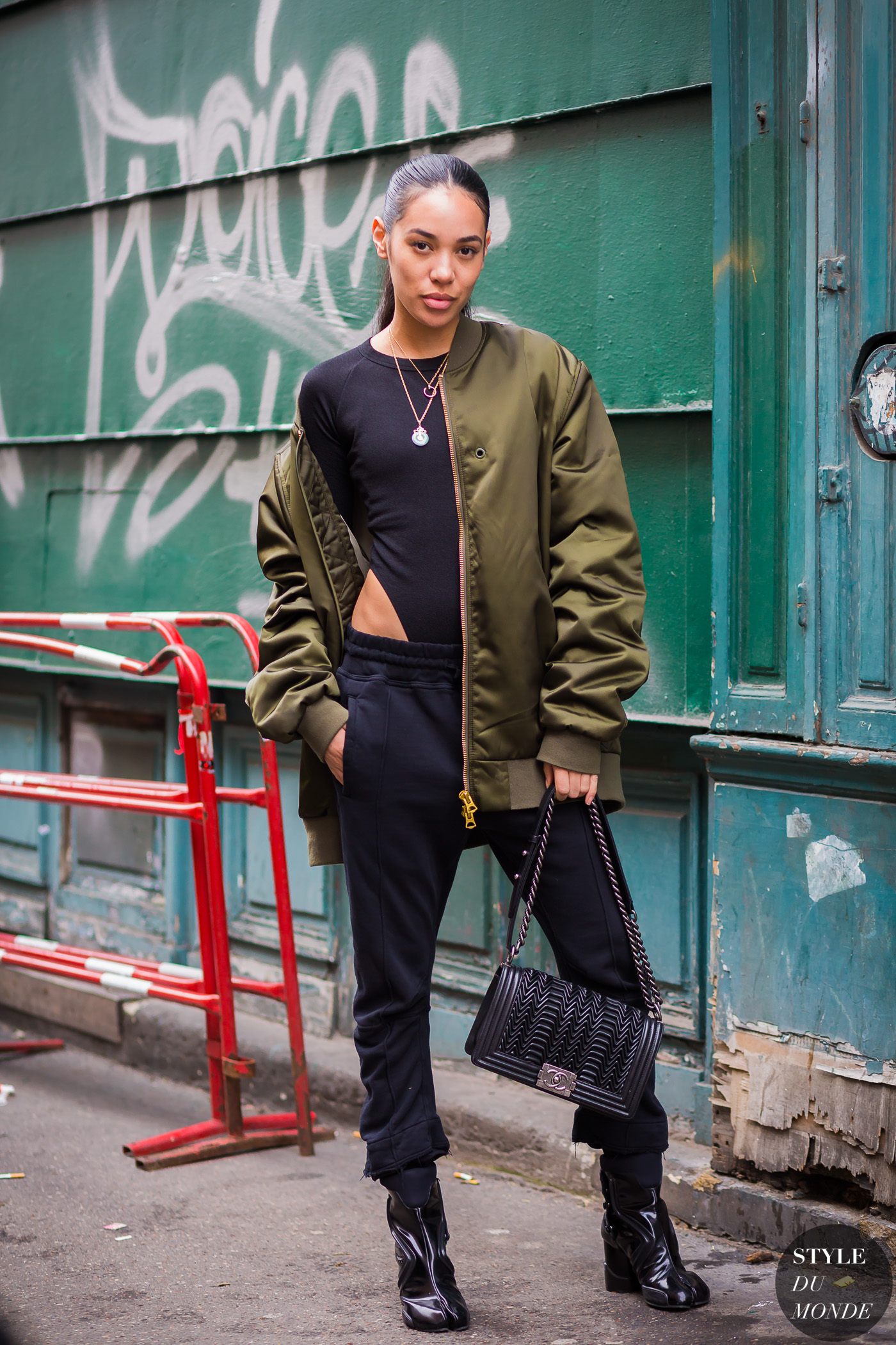 Aleali May Street Style Street Fashion Streetsnaps by STYLEDUMONDE Street Style Fashion Photography