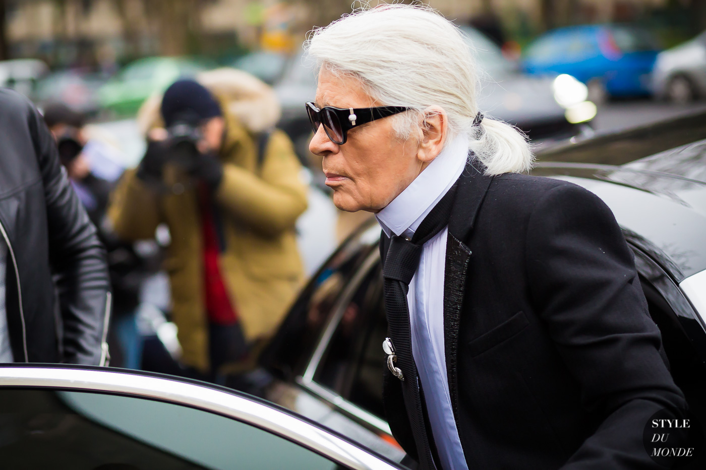 Karl Lagerfeld Street Style Street Fashion Streetsnaps by STYLEDUMONDE Street Style Fashion Photography