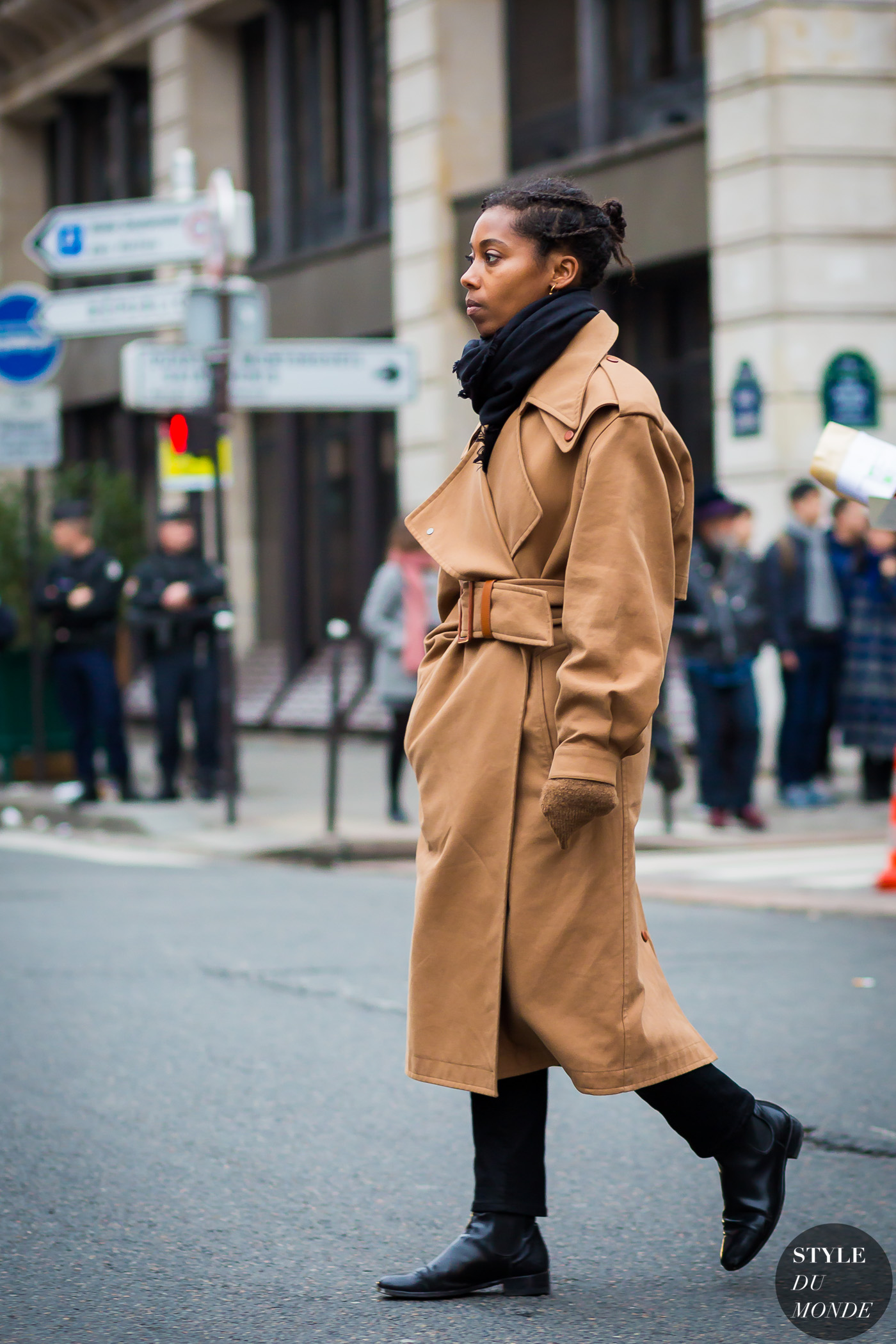 Azza Yousif Street Style Street Fashion Streetsnaps by STYLEDUMONDE Street Style Fashion Photography