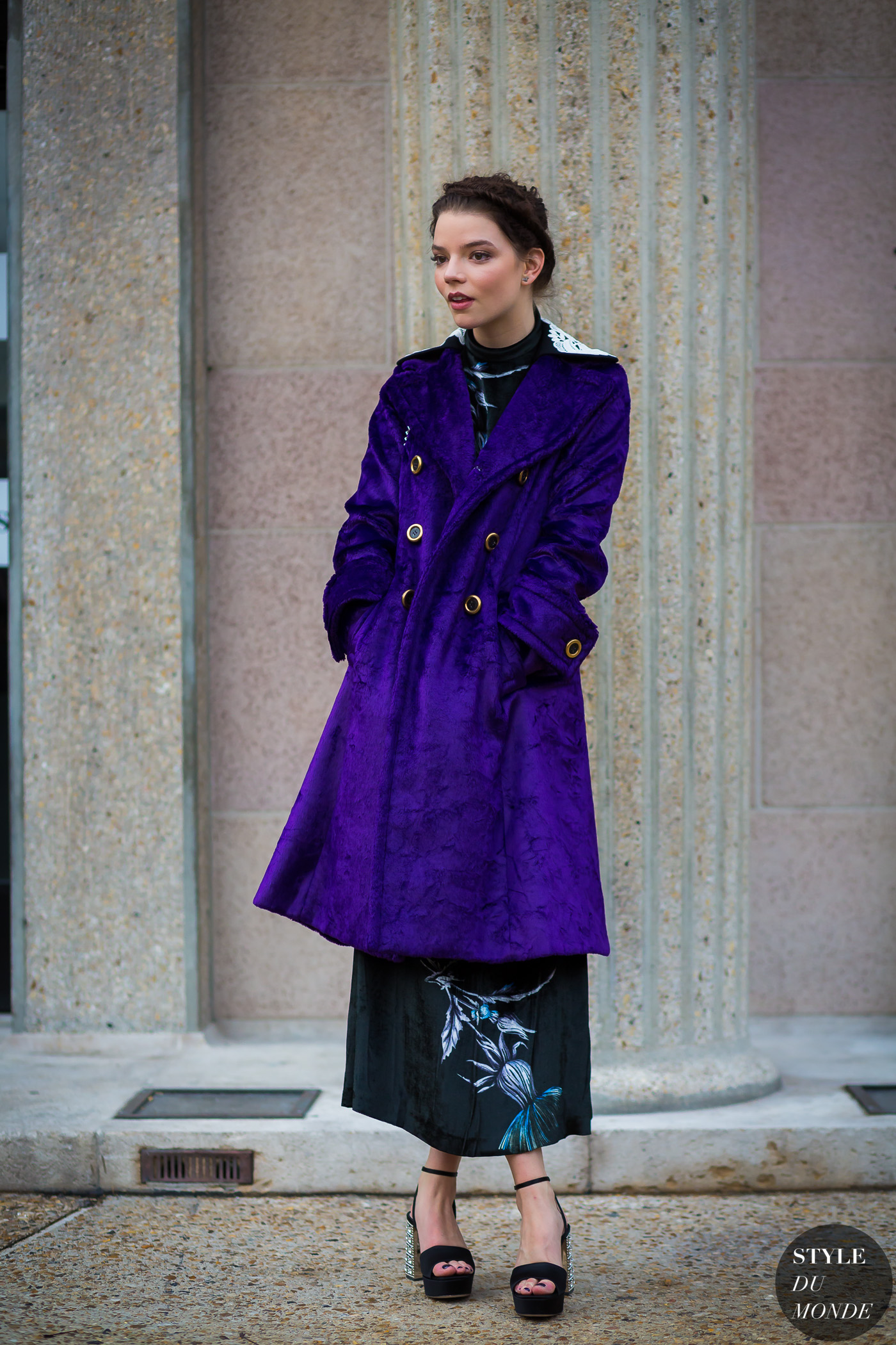 Anya Taylor-Joy Street Style Street Fashion Streetsnaps by STYLEDUMONDE Street Style Fashion Photography