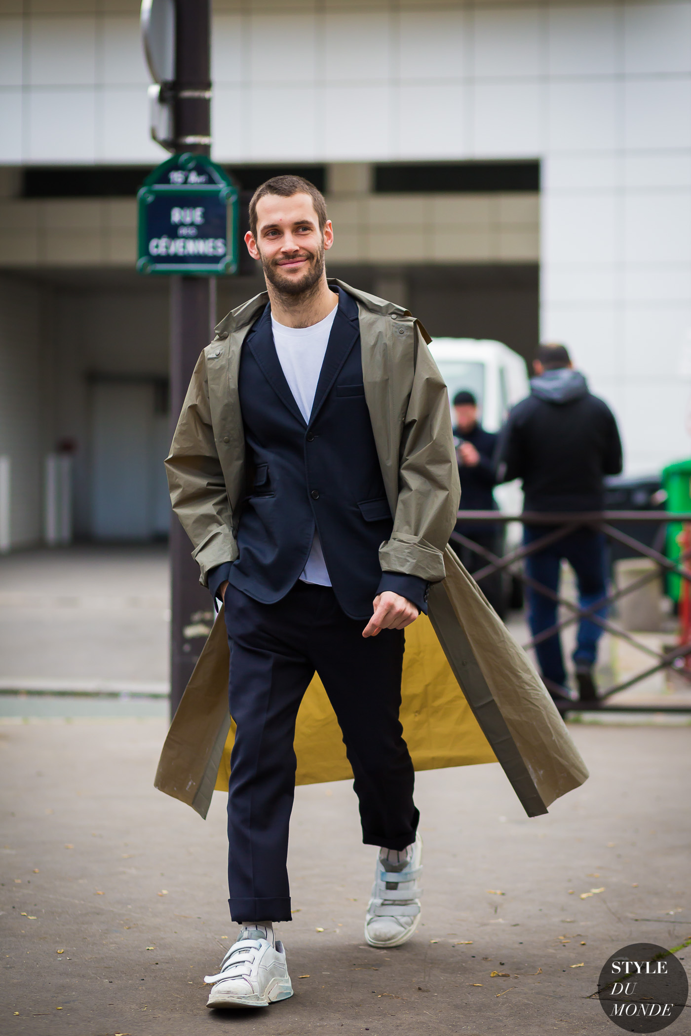 Simon Porte Jacquemus Street Style Street Fashion Streetsnaps by STYLEDUMONDE Street Style Fashion Photography