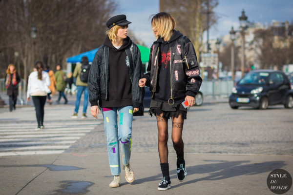 edie-campbell-and-binx-walton-by-styledumonde-street-style-fashion-photography