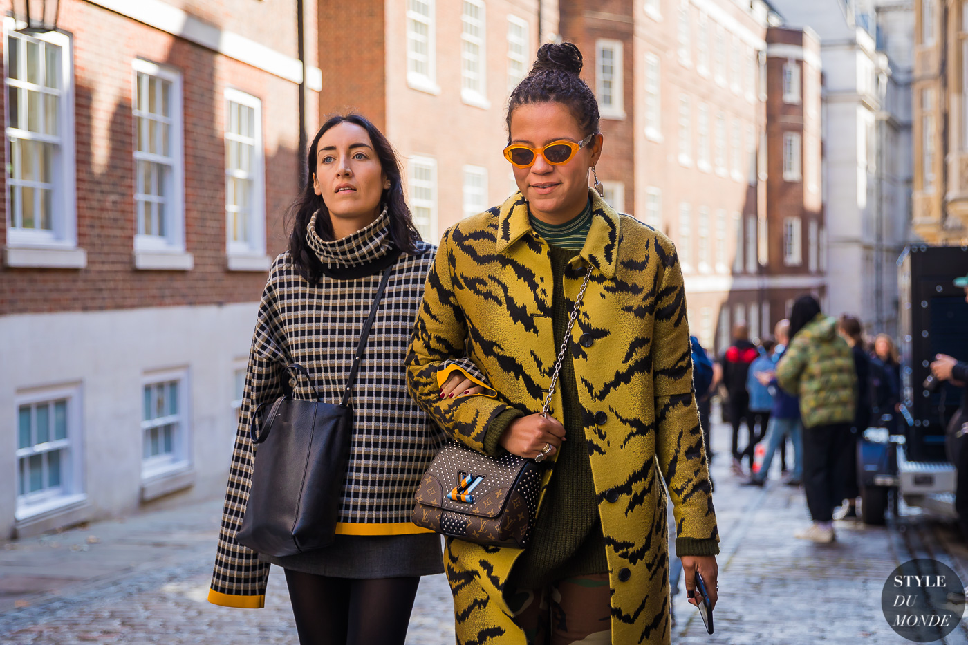 Elizabeth Fraser Bell and Nell Kalonji by STYLEDUMONDE Street Style Fashion Photography_48A5563