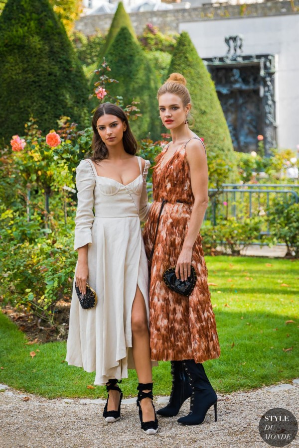 Emily Ratajkowski and Natalia Vodianova by STYLEDUMONDE Street Style Fashion Photography_48A3530