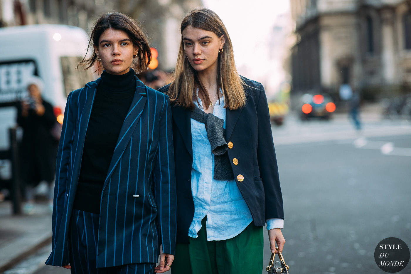 Sarah and Joanna Halpin by STYLEDUMONDE Street Style Fashion Photography FW18 20180216_48A7385